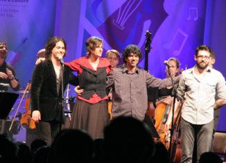 Filipe Catto, Monica Tomasi, Tiago Flores e Orquestra da Ulbra