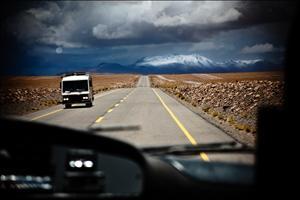 Cruzando os Andes, entre a Argentina e o Chile.. Imagem: Paulo Fehlauer