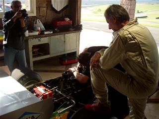 Wilson confere os últimos ajustes antes do teste final. Imagem: Marcelo Spatafora
