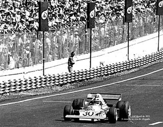 GP do Brasil, 1975: 13º lugar - a ousadia na reta de chegada. Imagem: acervo Lemyr Martins