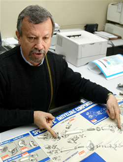 D'Avila, o autor dos desenhos. Imagem: Edison Vara
