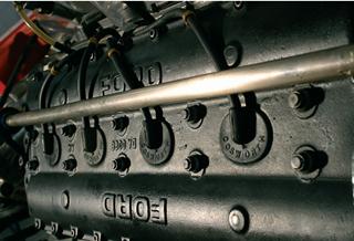 Motor Ford Cosworth V8: 450 cv e 10500 rpm. Imagem: Marcelo Spatafora