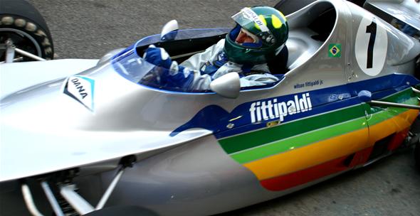 Arte nas pistas - nosso Portinari do automobilismo devolve as cores para o Fitti-1 de Wilsinho. Imagem: Marcelo Spatafora